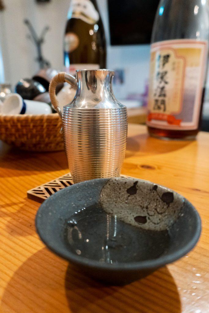 Bebiendo sake