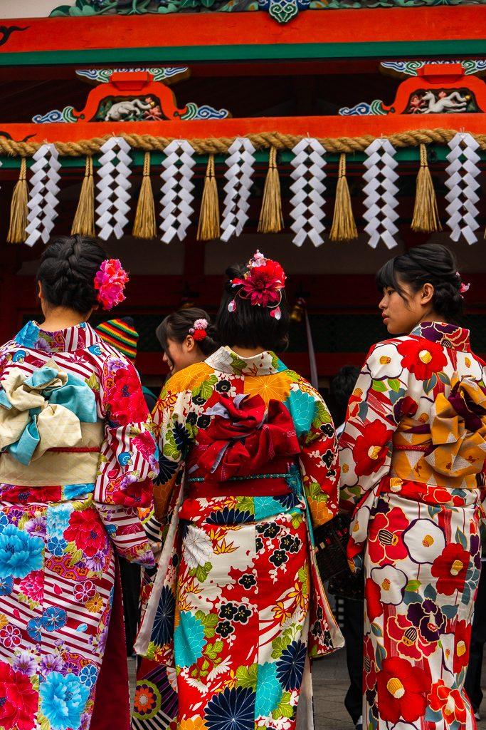 Comida vegana en Kioto. Chicas con kimono.