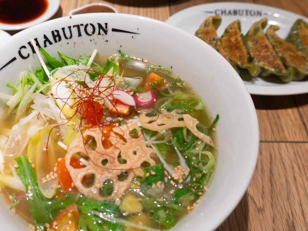 Comida vegana en Osaka: ramen Chabuton.