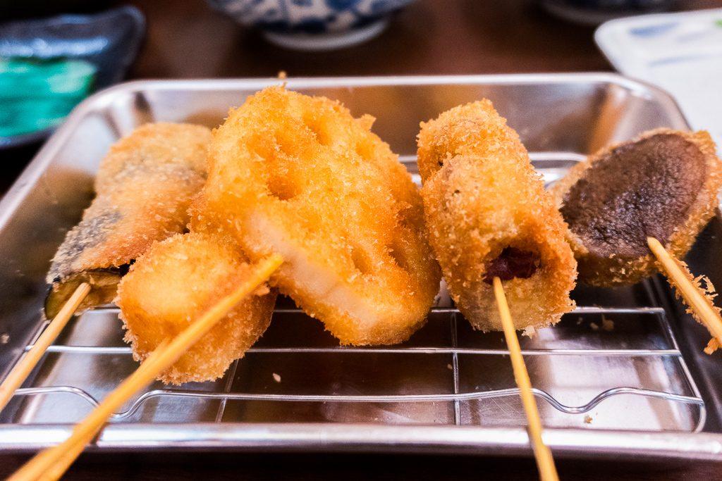 Kushikatsu, comida tradicional de Osaka.