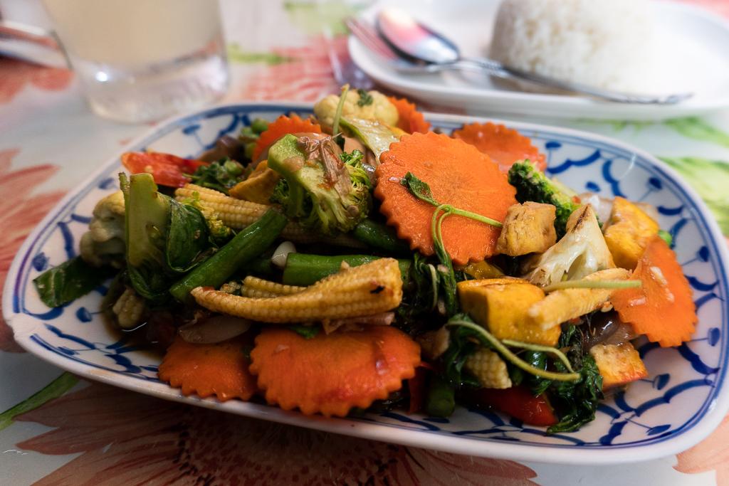 comer vegano en Tailandia: verduras salteadas
