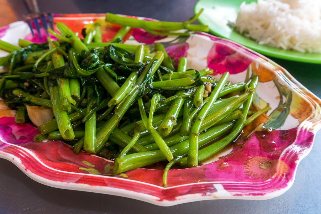 comer vegano en Tailandia: morning glory